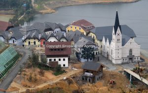 20120117 CHINA GUANGDONG PROVINCE : A general view of Hallstatt, China's copy of the Austrian alpine town of the same name, Boluo Township, Huizhou City, Guangdong Province, China, 17 January 2012. Property developments such as this are expected to run into financial difficulites in 2012 as the Chinese economy and property market continue to cool, in reaction to the ongoing sovereign debt crisis in Europe. SINOPIX / ALEX HOFFORD